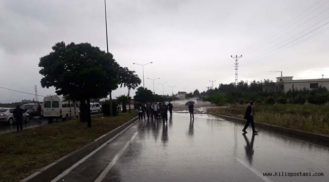 Kilis'te Şiddetli Yağış Yolu Kapattı
