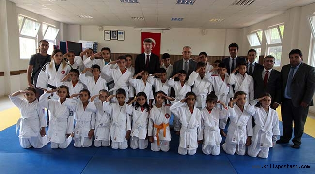Judocu Öğrencilerden Mehmetçiğe Asker Selamı