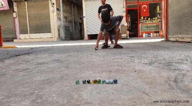 Kilis'te Çocuklar Eski Oyunlar Oynuyor
