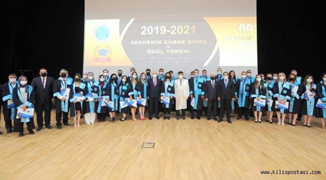 Üniversitede Akademik Cübbe Giyme ve Ödül Töreni Gerçekleştirildi