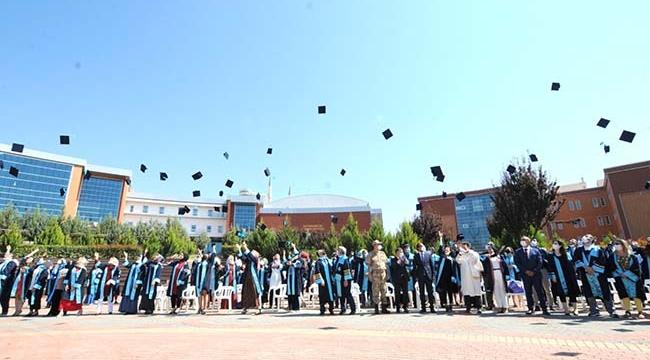 Üniversitede 2020-2021 Akademik Yılı Mezuniyet Töreni