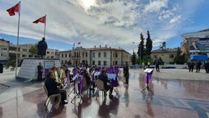Askeri Bando Meydanda Konser Verdi